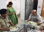 ગૃહમંત્રી રાજનાથ સિંહે અંધ BSF જવાન સાથે લીધું લંચ