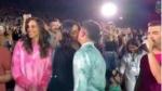હજારો લોકો વચ્ચે નિક અને પ્રિયંકા કરવા લાગ્યા લિપ કિસ, વીડિયો વાયરલ