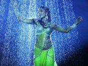 Pics/Video : પાણી વચ્ચે પાઓલીએ ગાયું 'દસનિ શરાબ દી...'