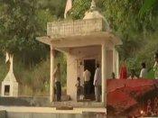 મોડાસાનું એક અનોખુ મંદિર, જ્યાં પૂજાય છે ડુંગરની શીલા
