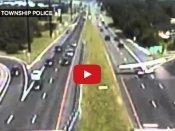 Video: શું થયું જ્યારે ગાડીઓની વચ્ચે રસ્તા પર ઉતર્યું વિમાન!