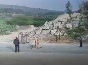 Video : બનાસકાંઠા ચેકપોસ્ટ પર પોલીસકર્મી પર ડ્રાઇવરે ચઢાવી કાર