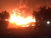 ચંડોળા તળાવ પાસેની ઝૂંપડપટ્ટીમાં લાગી ભીષણ આગ , 250 વધારે ઝૂંપડા બળી ગયા