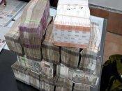 રાયપુરમાં ચેકીંગ દરમિયાન પોલીસને પૈસાથી ભરેલી કાર મળી