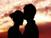 આપત્તિજનક સ્થિતિમાં પકડાયેલ પ્રેમી પંખીડાને ગ્રામજનોએ ફટકાર્યા, વીડિયો વાયરલ