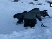 લદ્દાખના બર્ફીલા તોફાનમાં 10 પર્યટકો ફસાયા, 1નું મોત, તાપમાનના કારણે રેસ્ક્યુમાં મુશ્કેલી