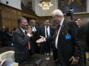કુલભૂષણ જાધવ કેસઃ ICJમાં પાકિસ્તાની અધિકારીના હાથ મિલાવવા પર ભારતીય અધિકારીએ કર્યુ દૂરથી નમસ્તે