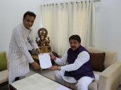 ગુજરાત કોંગ્રેસના વધુ એક ધારાસભ્યની વિકેટ ખડી, જવાહર ચાવડા સંભાળશે ભાજપનું મંત્રીપદ