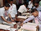 'રાજકોટમાં એક EVM બદલી દેવાયું', કહી કોંગ્રેસી કાર્યકર્તાઓએ મતગણતરી અટકાવી