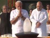 Video: શપથ ગ્રહણ પહેલા વાજપેયીને પીએમ મોદીએ આપી શ્રદ્ધાંજલિ, બાપુને પણ કર્યા નમન
