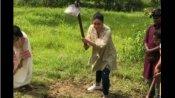 Video: હાથમાં પાવડો લઈ ખેતરમાં કામ કરતી જોવા મળી કરીના કપૂર ખાન