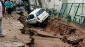 Weather: તેજ વરસાદને કારણે બેંગ્લોરના રસ્તામાં ભુવો પડ્યો