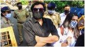 જેલમાં પણ સોશિયલ મીડિયા પર એક્ટિવ હતા અર્નબ, માટે તજોલા જેલમાં શિફ્ટ કરાયા
