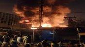 પુણેના ફેશન સ્ટ્રીટ માર્કેટમાં લાગી ભીષણ આગ, 400થી વધુ દુકાનો સળગીને ખાખ