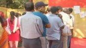 હીટ વેવથી બચવા માટે સવાર-સવારમાં પોલિંગ બુથ પહોંચ્યા લોકો, તસવીરો આવી સામે