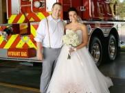 લોકોને બચાવવા માટે પોતાના લગ્ન અડધા છોડી પહોંચ્યો આ ફાયરફાઈટર, પત્નીની પણ થઇ રહી છે પ્રશંસા