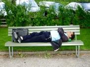 આ દેશમાં હવેથી જાહેર સ્થળે ઊંઘવું કાનૂની ગુનો થશે