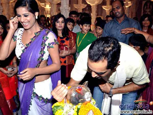 Shocking Picture Poonam Panday Spotted In Sari