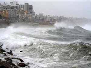 Natural Disaster 2 Dead As Cyclone Nilam Hits Tamilnadu