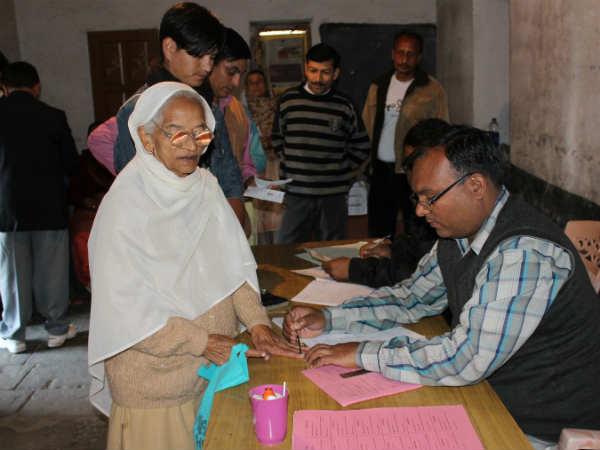 Himachal Pradesh Voting Begins