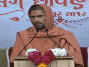 Swami Shree Gopalanandswami Sardhar In Video