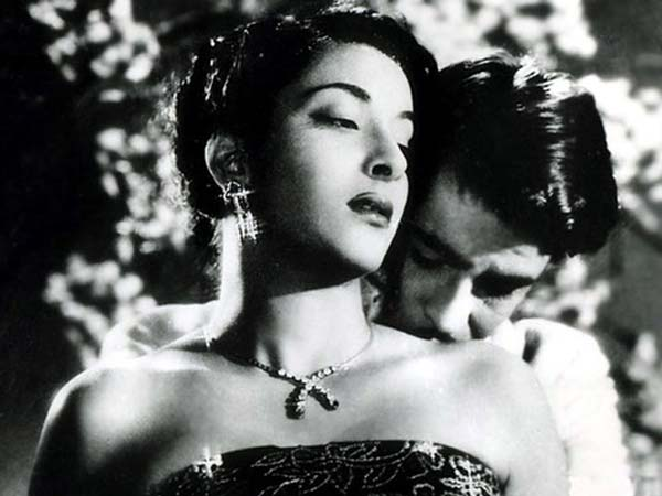Raj Kapoor And Nargis Onscreen Romance