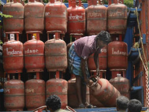 Bpl Cardholders In Delhi To Get 12 Subsidised Cylinders