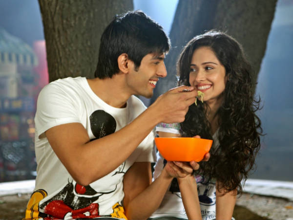 Romantic Film Aakash Vani