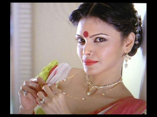 Sherlyn Chopra Out Of Kamasutra 3d Uploading Nude Video