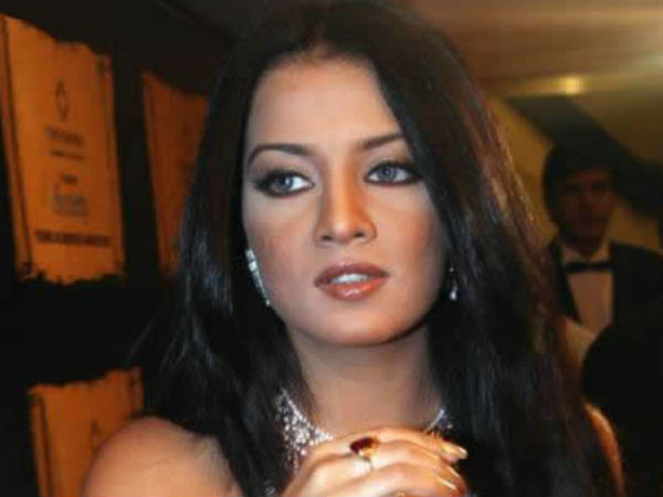 Actress Celina Jaitly Twitter Account Hacked