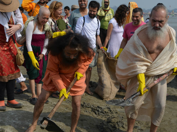 Foreigners Clean Up Sangam At Kumbh Mela