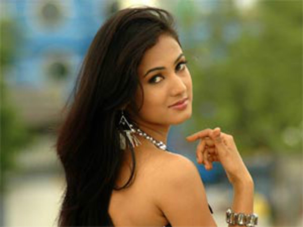 Sonal Chauhan Will Act In Horror Film Based On Cellphon