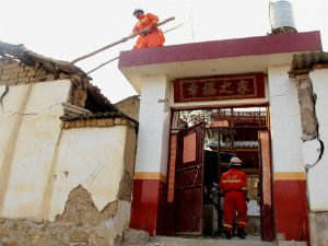 Southwestern China Quake Destroys 700 Homes Injures