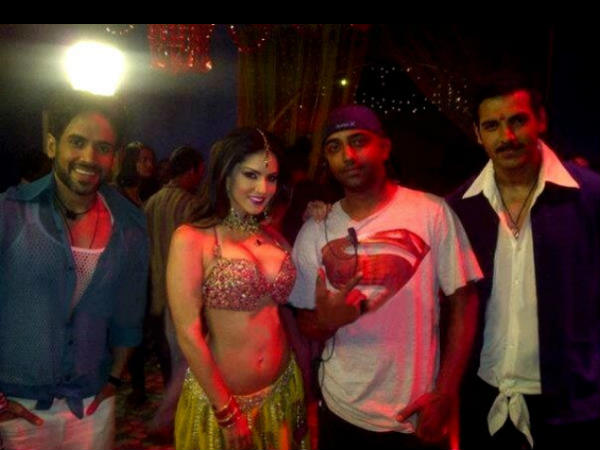 Sunny Leone Desi Avatar Shootout At Wadala Item Song