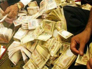 Woman Arrested With 1 Lac S Fake Currency From Vadodara