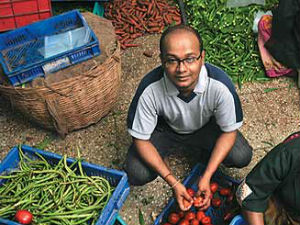 Two Mba Student Sold Vegetable And Earns In Crore