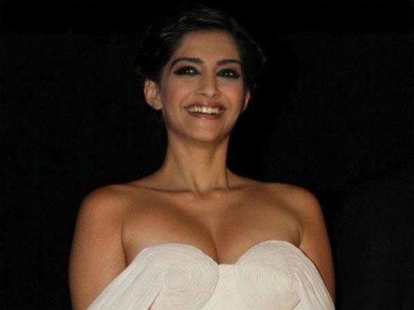Sonam Kapoor Took Blessings From Rekha