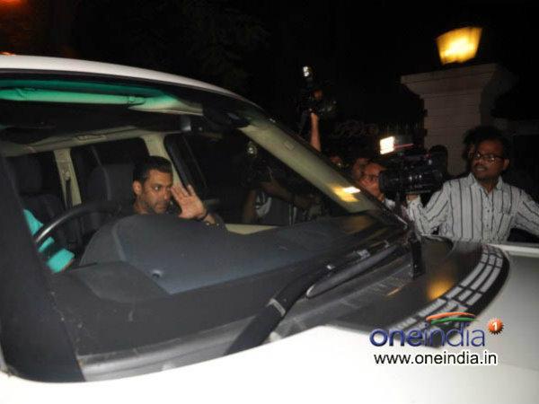 Salman Khan Visits Sanjay Dutt Bollywood
