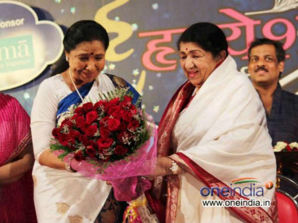 Asha Bhosle Receives Hridayanath Mangeshkar Award