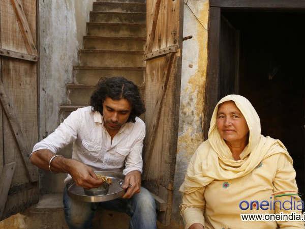Imtiaz Ali Enjoys Simple Meal Highway