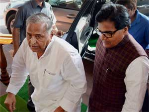 Darul Uloom Slams Mulayam For Praising Advani
