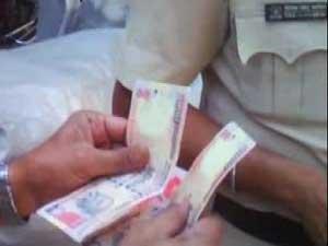 Corrupt Kurla Cops Caught On Cam Suspended