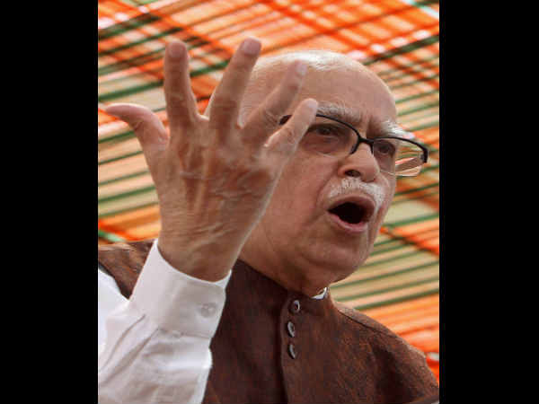 Still Hold Manmohan Singh As Weakest Pm Advani
