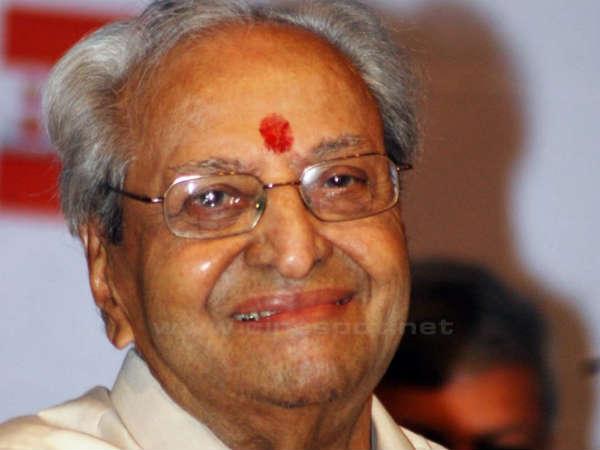 Manish Tiwari Presents Dadasaheb Phalke Award To Pran