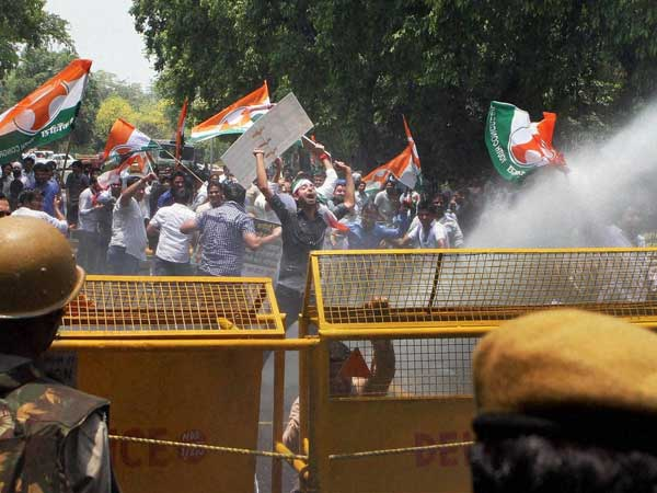 Congress Workers Protests Against Bjp Attack On Pm