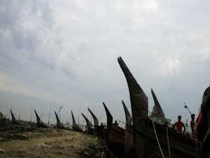 Cyclone Mahasen Strikes Southern Bangladesh