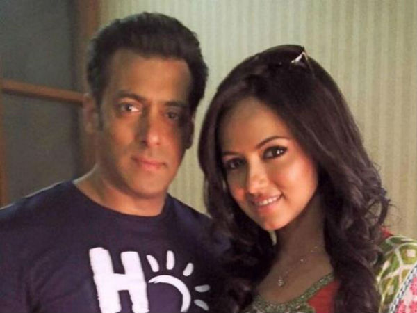 Salman Shows Support To Sana Khan