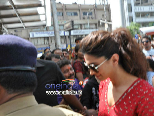 Deepika Prays To Siddhivinayak For Yjhd