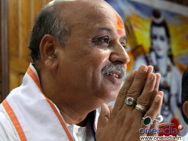 Praveen Togadia Attack On Muslims To Evict From Hindu Areas Lse
