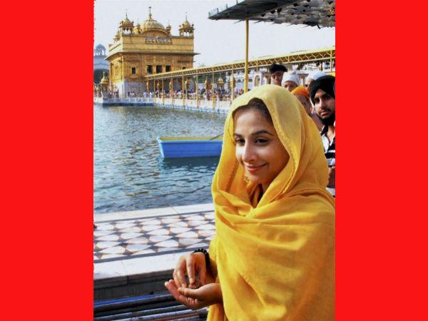 Vidya Balan Paying Obeisance At Golden Temple
